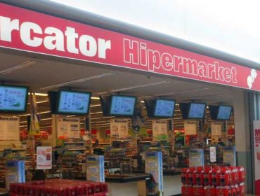 Supermarket Mercator Cash Out Digital Signage